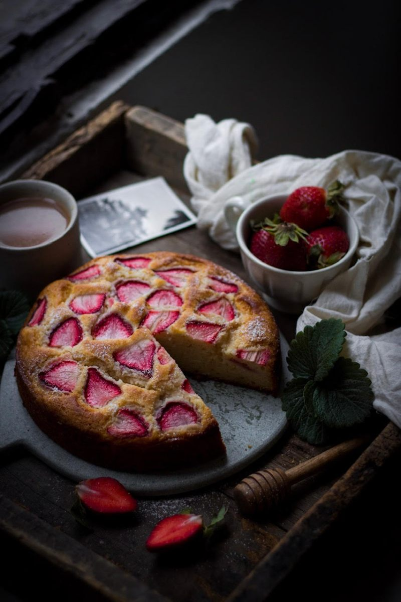 Eggless Strawberry Tea Cake With Fresh Strawberries